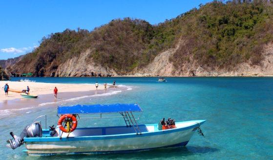 https://costaricawaterfalltours.com/wp-content/uploads/2015/10/isla-tortuga-costa-rica_landscape1-559x327.jpg